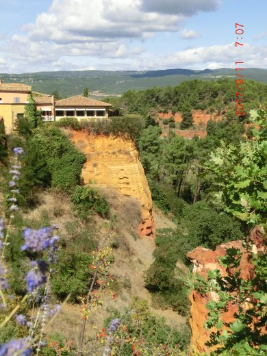 Ochre cliffs in Roussillon (Luberon Experience week in Provence)