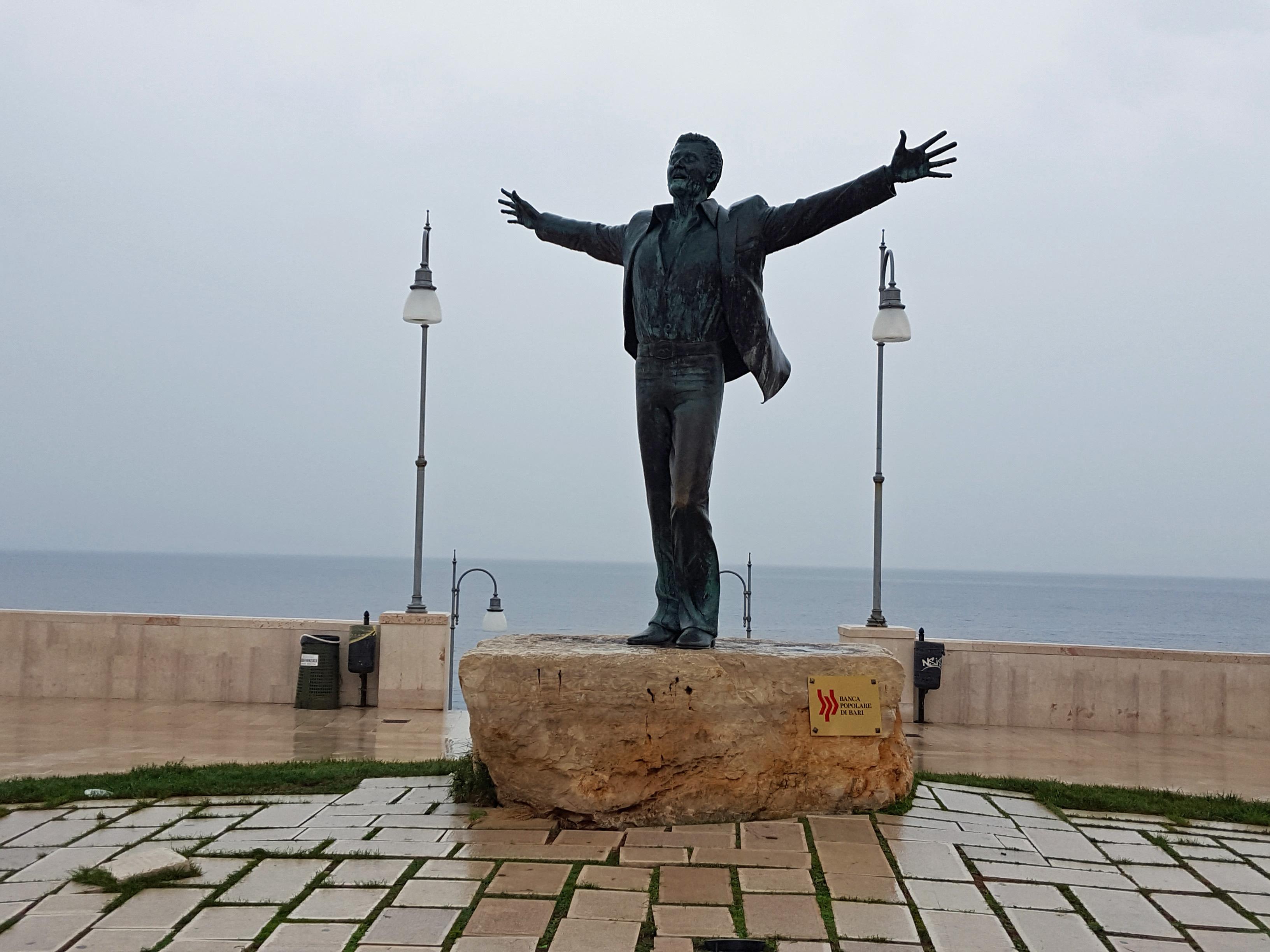 Volare statue in Polignano a Mare